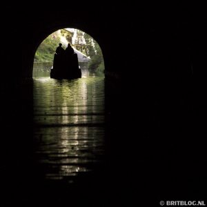 Met de narrowboat door de tunnel