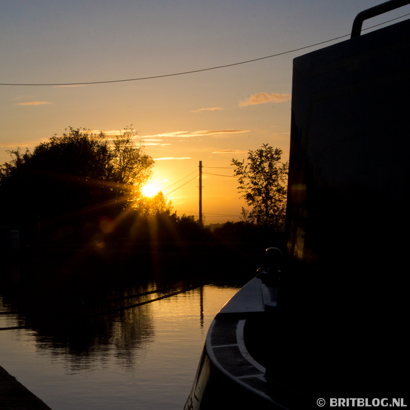 narrowboat zonsondergang