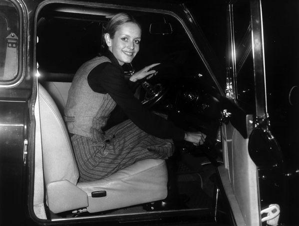 Model Twiggy in haar Mini