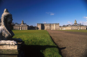 Hopetoun House in South Queensferry deed o.a. dienst als huis van de hertog van Sandringham in Outlander